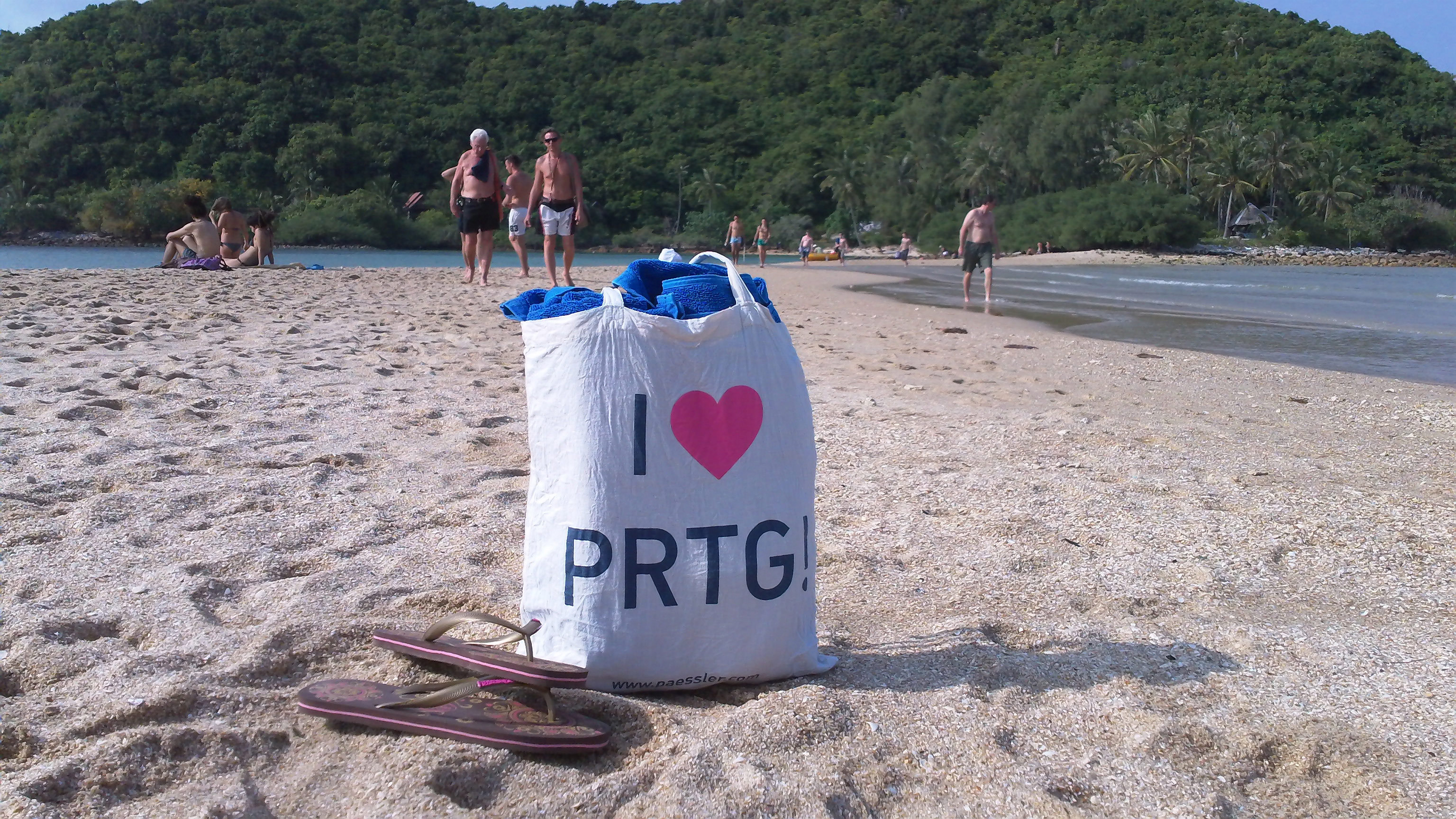 Relaxing at a beach on Koh Phangan island in Thailand - thanks to PRTG!