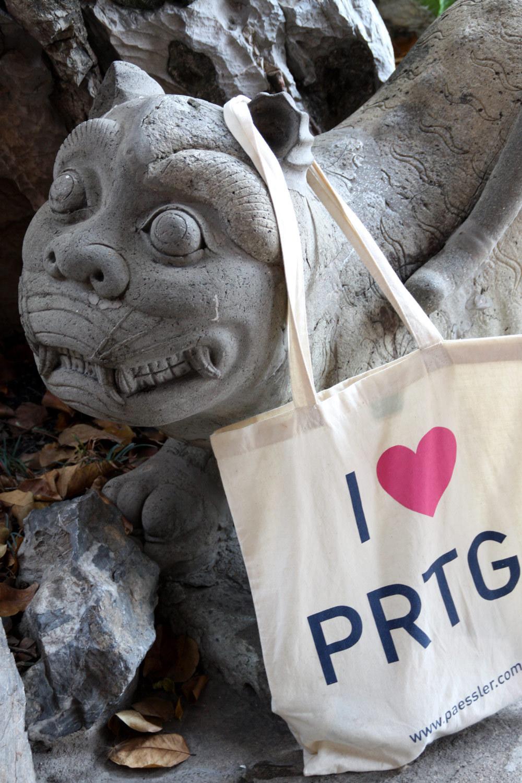 PRTG looking for new fans at Wat Pho temple at Bangkog, Thailand